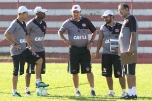 Vasco reforça comissão técnica com fisiologista ex-Fla e seleção brasileira
