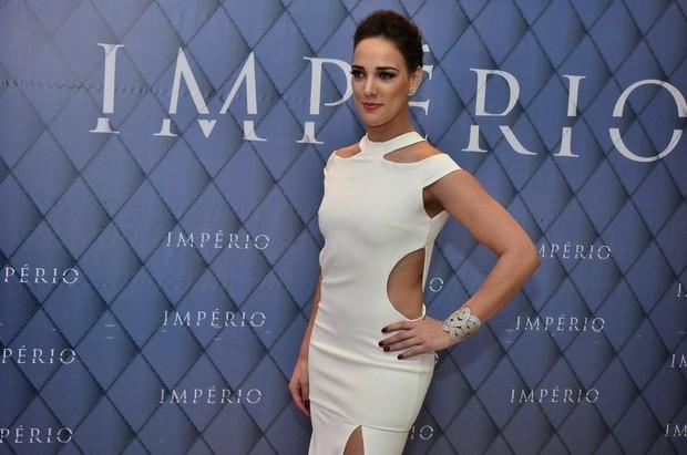 Adriana Birolli usa pulseira de R$ 500 mil em festa de novela