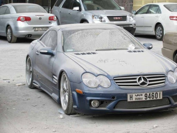 Carros de Luxo Abandonados Acumulam-se no Dubai