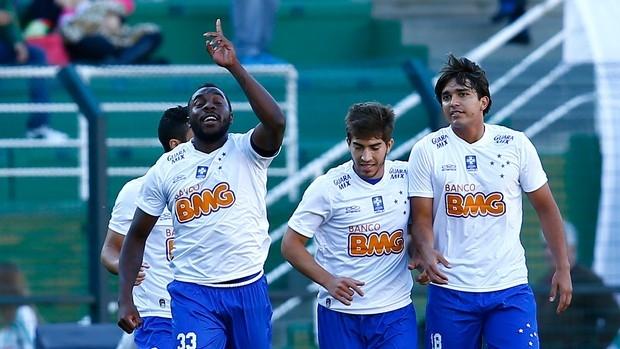 Cruzeiro vence Palmeiras, dispara na liderança e aumenta jejum de Gareca