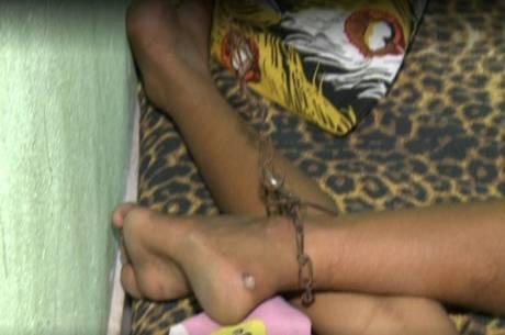 Mãe acorrenta filho adolescente viciado em crack e pede ajuda no CE