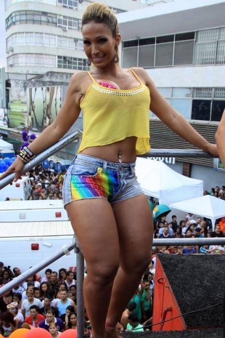 Valesca Popozuda anima 14ª Parada LGBT em Madureira