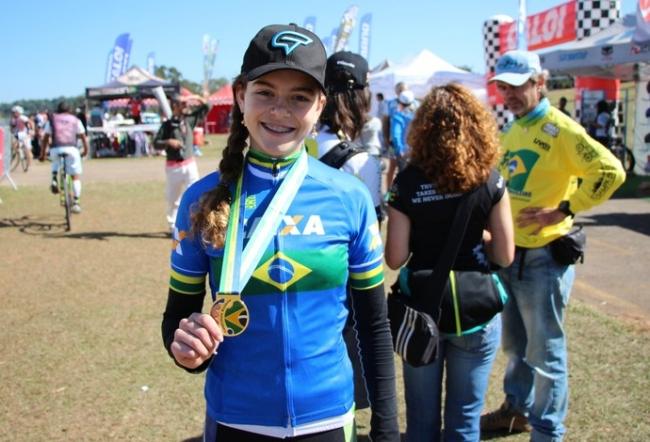 Ciclista é campeã brasileira após ter bicicleta roubada e apanhar na pista