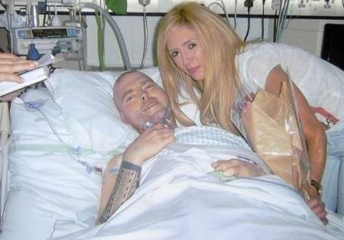 Homem morre horas depois de se casar em cama de hospital