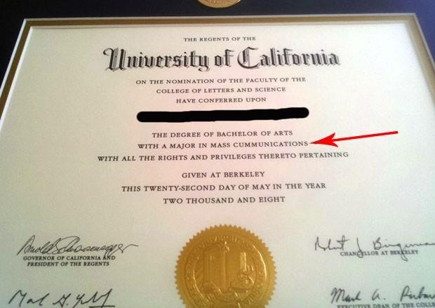 Americano descobre erro grotesco em diploma 6 anos após a formatura