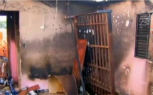 Em brincadeira entre irmãos, casa pega fogo e menino de três anos acaba morto