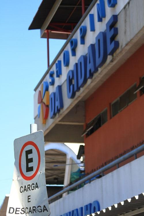 Falta de estacionamento gera problemas no Shopping da Cidade