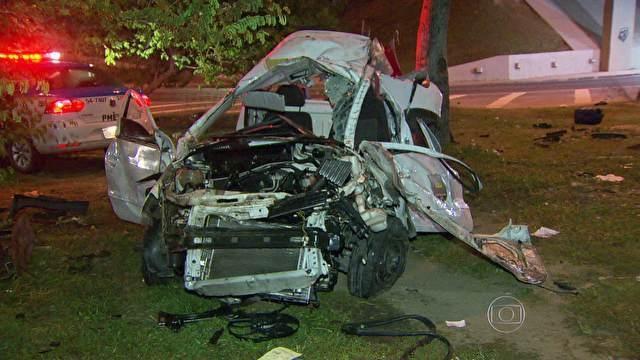 Motorista morre ao despencar de viaduto na Barra da Tijuca no Rio