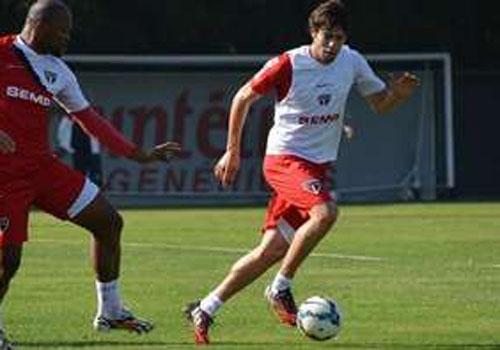 Muricy escala Kaká e recoloca Rodrigo Caio no meio-campo
