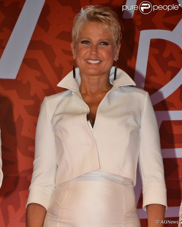Xuxa revela que abandonará bota ortopédica em breve: