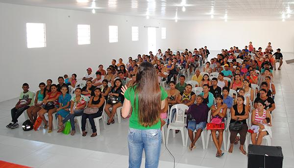 CRAS de Cocal realiza reunião com beneficiários do Bolsa Família