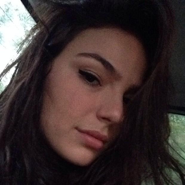 Preguiça! Isis Valverde posa com pouca maquiagem... e linda