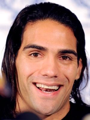 Falcao aceita receber metade do salário para jogar no Real, diz jornal