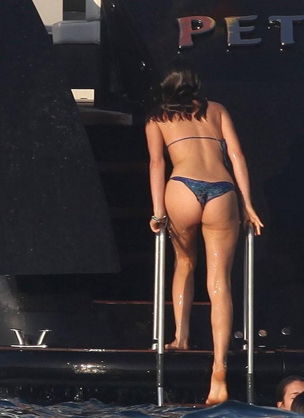 Enquanto Bruna Marquezine mergulha, Neymar registra tudo pelo celular