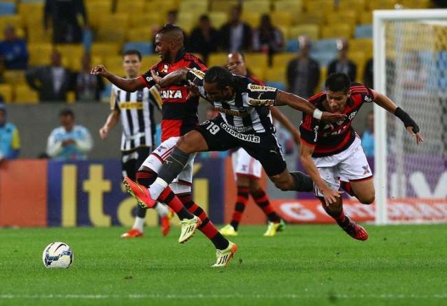 Flamengo vence Botafogo e deixa lanterna na estreia de Luxemburgo no Maracanã