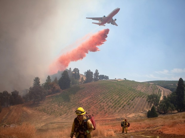 Incêndio florestal nos EUA destrói casas e deixa 1,2 mil desalojados