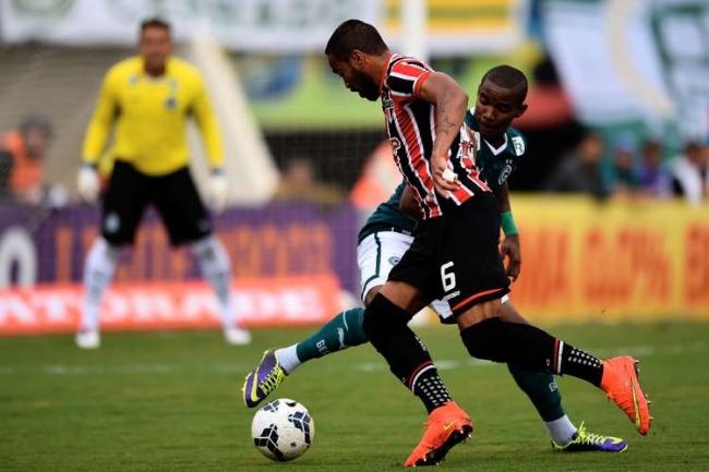 Kaká marca na sua volta ao Brasil, mas São Paulo perde para o Goiás