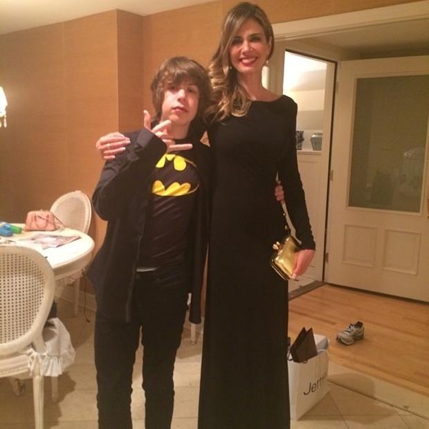 Luciana Gimenez e o filho mostram looks para anivers疵io de Mick Jagger