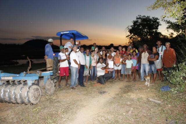 Prefeita Dra. Salete Rêgo visita agricultores na localidade caraíbas