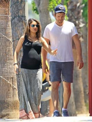Ashton Kutcher e Mila Kunis vão se casar daqui a um ano, diz site