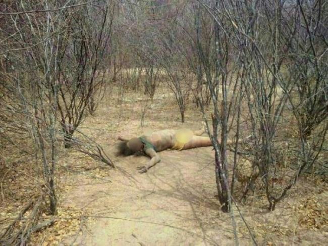 Corpo de mulher é encontrado em matagal; moradores dizem que foi estuprada