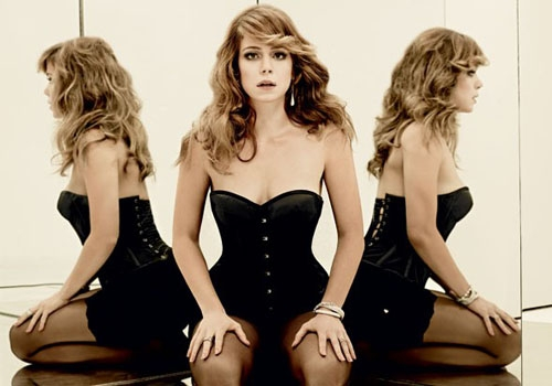 Leandra Leal posa sexy em fotos e vídeo: