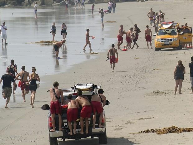 Raio deixa um morto e mais de 10 feridos em praia na Califórnia, nos EUA