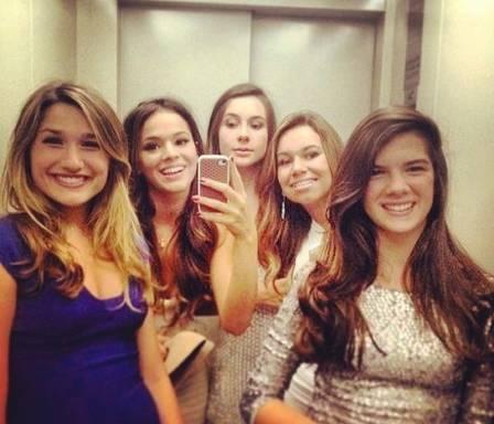 Sasha Meneghel completa 16 anos e comemora com amigas em NY