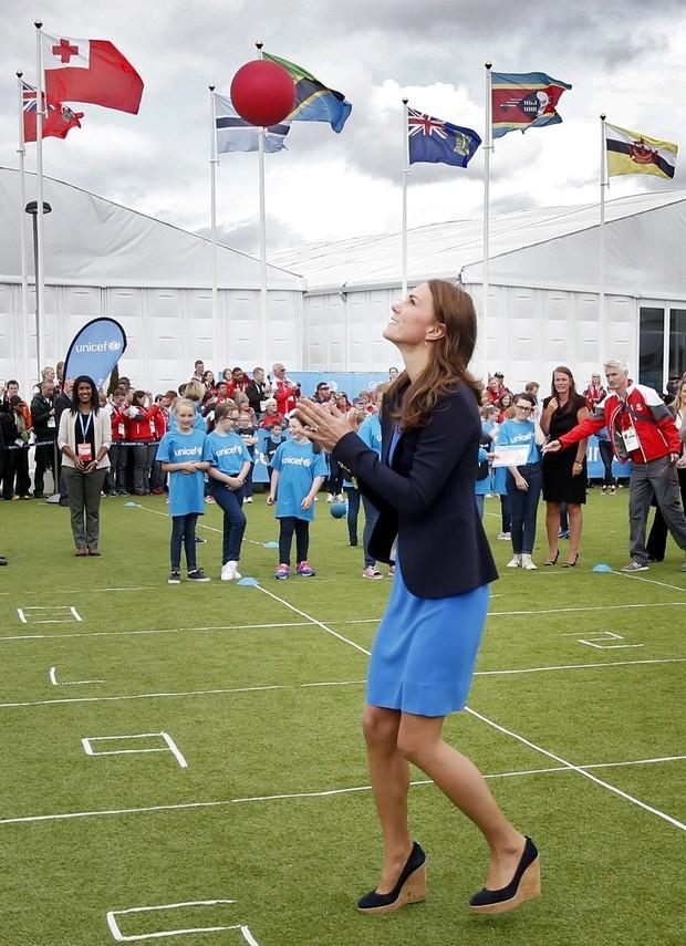 Kate Middleton rouba a cena em campeonato de atletismo