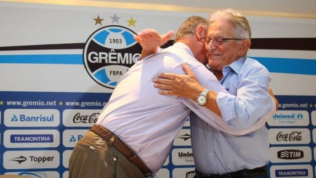 Luiz Felipe Scolari é anunciado como novo técnico do Grêmio após fiasco na Copa do Mundo
