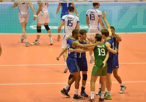 Brasil bate a Itália pela Liga Mundial de Vôlei e segue respirando na competição