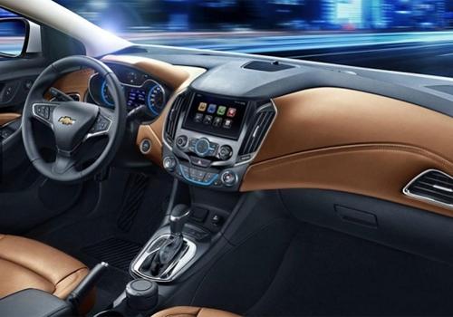 Chevrolet revela o interior caprichado do Cruze modelo 2015