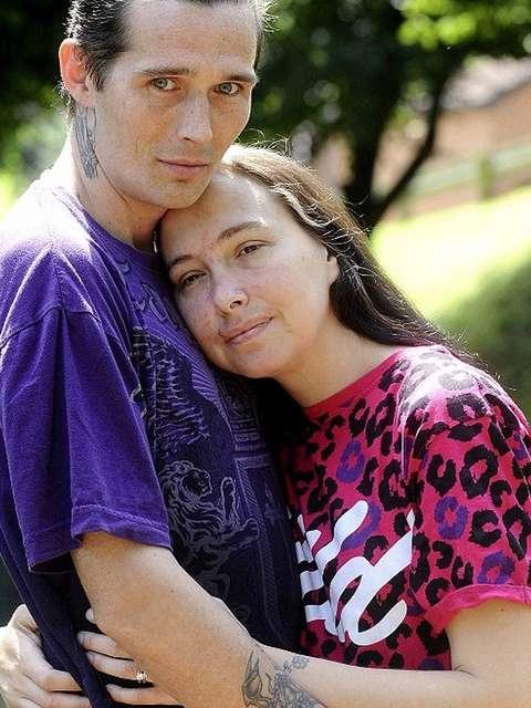 Britânica abandona 12 filhos para viver com novo namorado