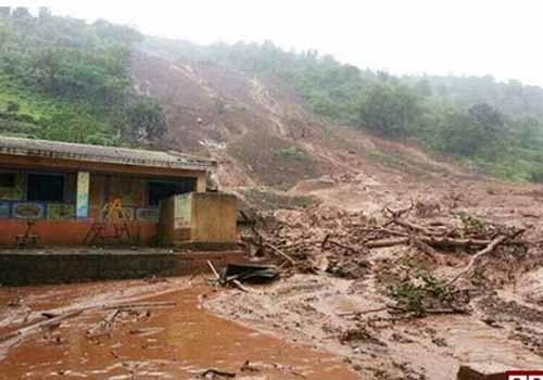 Dezenas de pessoas estão soterradas após o deslizamento de terra na Índia