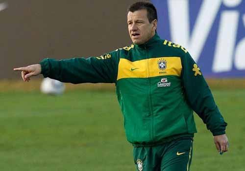 Dunga quer Neymar mais líder, fala de Ganso e diz: