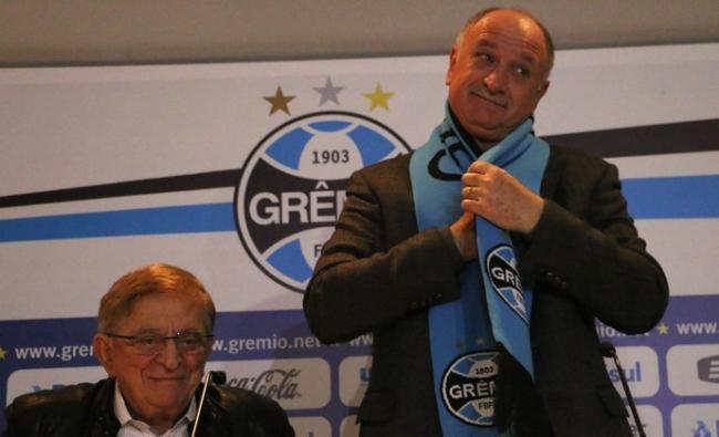 Emocionado, Felipão celebra retorno ao Grêmio: