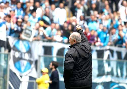 Felipão é ovacionado por milhares de torcedores na Arena do Grêmio