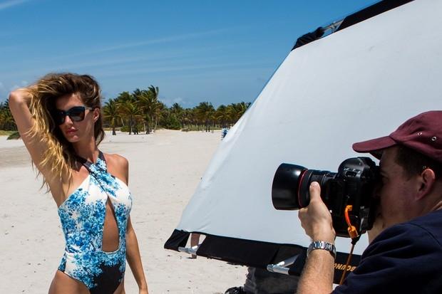 Gisele B�dchen posa de mai para campanha, em Miami