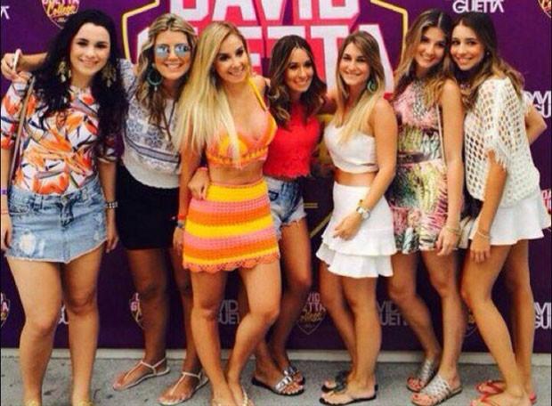 Neymar curte balada em Ibiza ao lado de loira