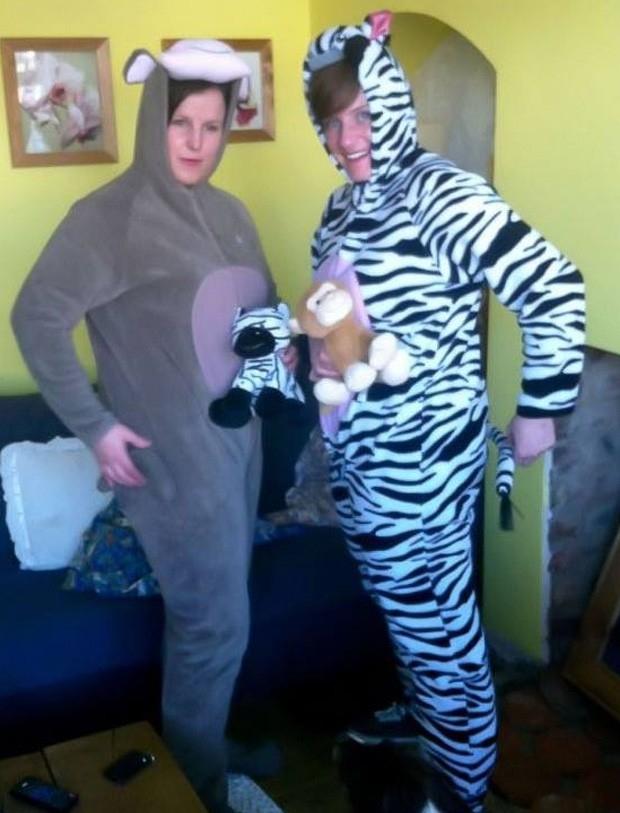 Policiais vestidas de macaco e zebra prendem criminoso no Reino Unido