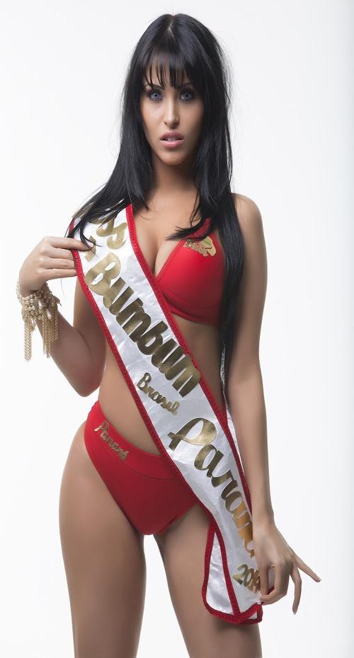 Sósia de Megan Fox mostra atributos para concorrer ao Miss Bumbum 2014