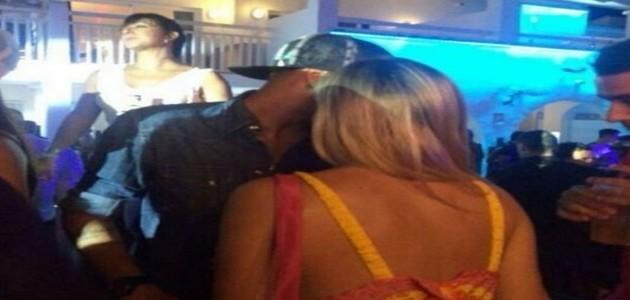 Neymar é flagrado em clima de paquera com brasileira em Ibiza