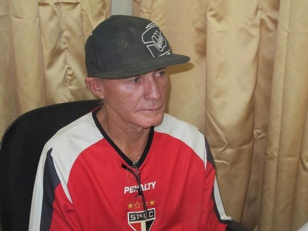Idoso é preso após esfaquear até a morte namorada 40 anos mais nova