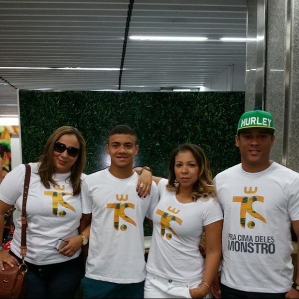Mulher de Thiago Silva embarca para Fortaleza para assistir ao jogo do Brasil