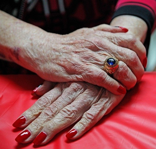 Americana reencontra anel de formatura após mais de 60 anos