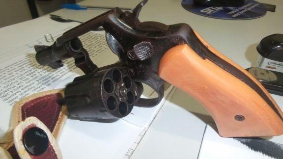 PRF prende motorista portando arma de fogo na BR 343 em Parnaíba