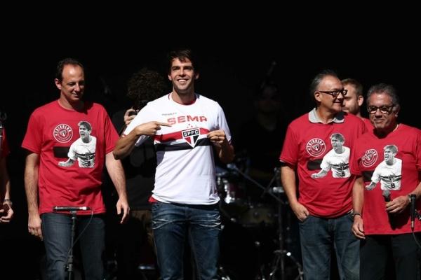 Com festa no Morumbi, Kaká volta ao São Paulo: