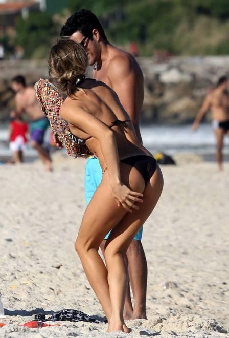 Grazi Massafera exibe corpo torneado em tarde quente de praia no Rio; fotos
