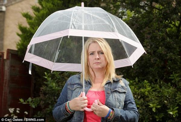 Mulher com alergia rara à água pode morrer se começar a chorar
