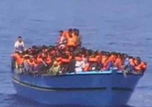 Em missão, Itália resgata mais de 2.600 imigrantes em barcos no fim de semana